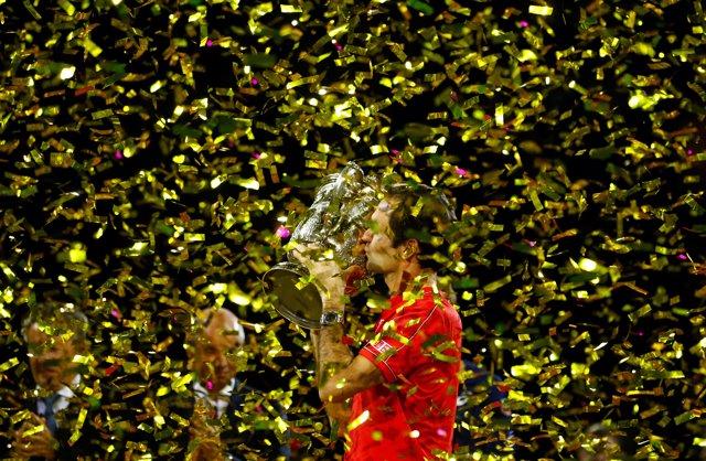El tenista suizo Roger Federer conquista su décimo título del torneo de Basilea