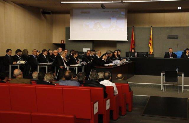 Els acusats del cas Palau d'esquena durant el judici que es va celebrar en la Ciutat de la Justícia de Barcelona en 2017