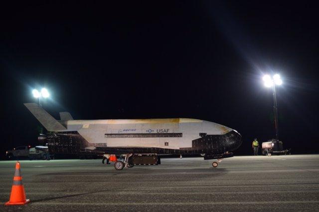 Espacio.- La nave espacial estadounidense X-37B rompe el récord de vuelo orbital
