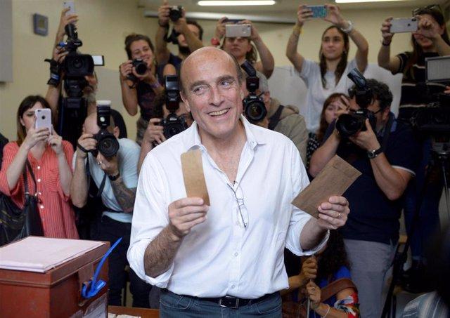 El candidato oficialista en las elecciones presidenciales de Uruguay, Daniel Martínez