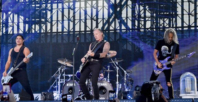 18 August 2019, Czech Republic, Prague: American guitarist Robert Trujillo (L-R), singer James Hetfield and guitarist Kirk Hammett of the American heavy metal band Metallica perform on stage during a concert as part of their WorldWired Tour. Photo: Vít ?i