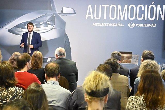 El asesor gerente del sector de Entretenimiento y Medios de PwC, Íñigo Azmequeta, durante la presentación de un estudio sobre las ventas del sector de automoción generadas por la publicidad en televisión, en Mediaset España (Madrid)