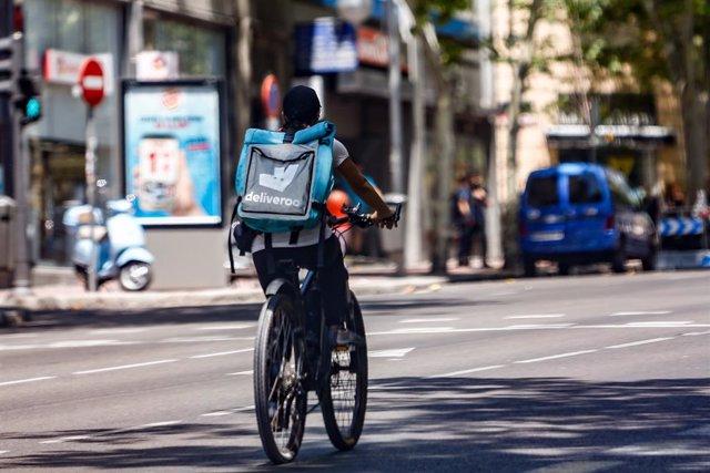 Deliveroo i els 'riders' signen un acord per augmentar la seguretat