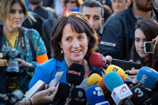 La presidenta de la ANC, Elisenda Paluzie, declara en la concentración convocada en Plaza Cataluña (Barcelona) con motivo de la finalización del juicio del 1-O.