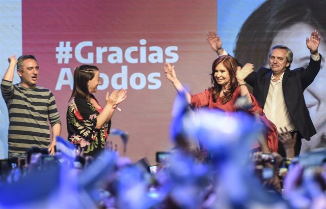 27 October 2019, Argentina, Buenos Aires: Argentinian Presidential candidate Alberto Fernandez (R) and his running mate, former President Cristina Fernandez de Kirchner (2nd R), wave at supporters during a ceremony at the Peronist Justicialist party hea