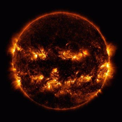 La NASA sorprende compartiendo una fotografía del sol transformado en una calabaza de Halloween
