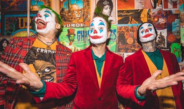 Blink-182 disfrazados de Joker