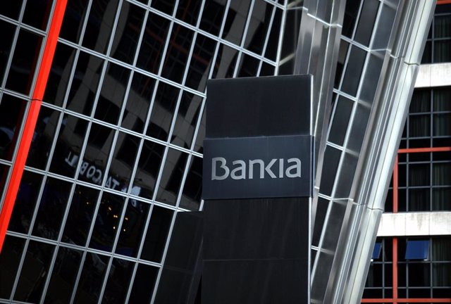 Logo de l'entitat bancària Bankia, a la seva seu en una de les torres Kio de Madrid.