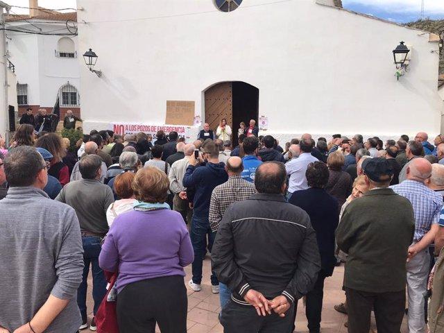 Vecinos de Alcóntar (Almería) se concentran contra los pozos de emergencia en el municipio