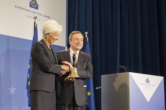 BCE.- Draghi llama a los líderes políticos a asumir los riesgos de construir una