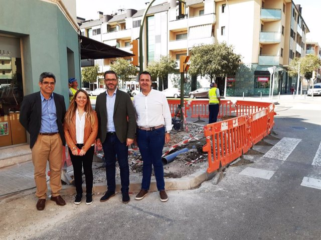 L'alcade de Palma, José Fila (2d) visita les obres de senyalització de la 'Zona 20' als barris del Viver, Rafal Nou i Rafal Vell, al costat d'altres representants polítics de l'Ajuntament de Palma.