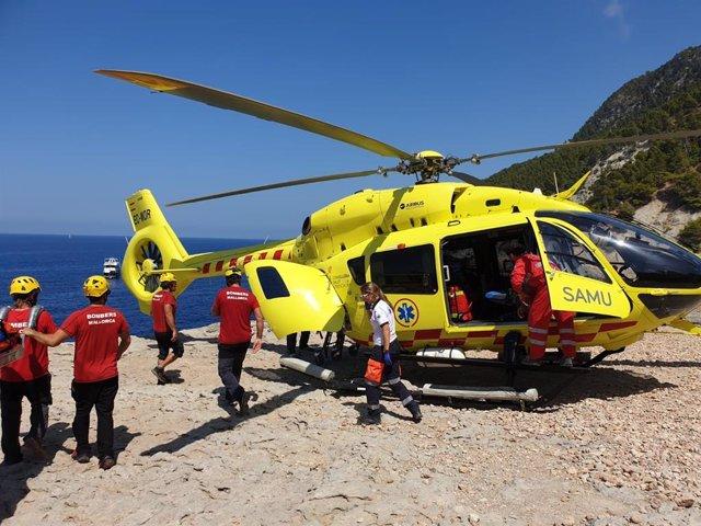 L'helicòpter medicalizado del SAMU 061 de Balears, en un rescat.