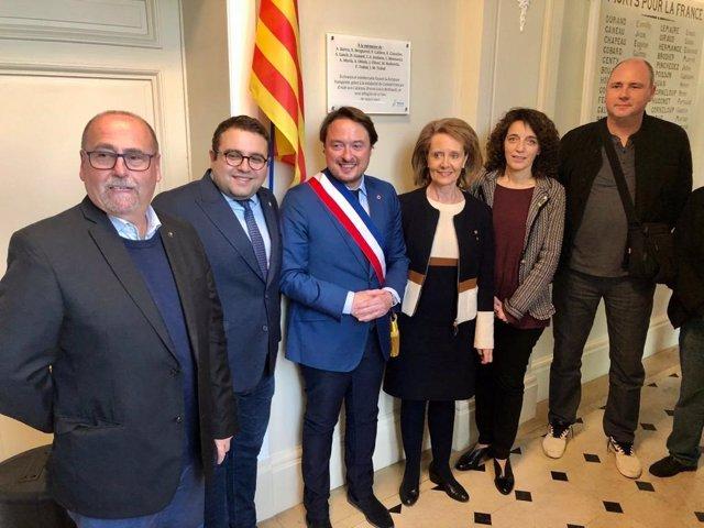 Commemoren amb una placa a 20 intel·lectuals catalans refugiats a Roissy-en-Brie (França)