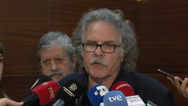 El exportavoz de ERC Joan Tardà atiende a los medios en València