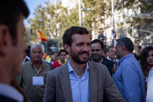 El presidente del PP, Pablo Casado, asiste a la manifestación bajo el lema 'Por la concordia, por Catalunya: ¡Basta!' convocada por Sociedad Civil Catalana, en Barcelona (Cataluña/España) a 27 de octubre de 2019.
