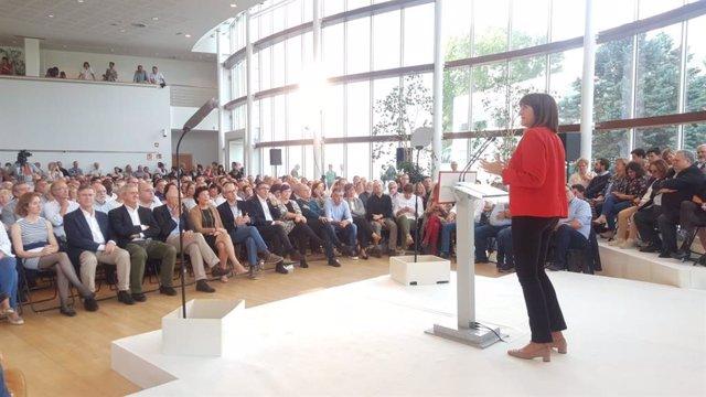 Idoia Mendia interviene en un acto en San Sebastián