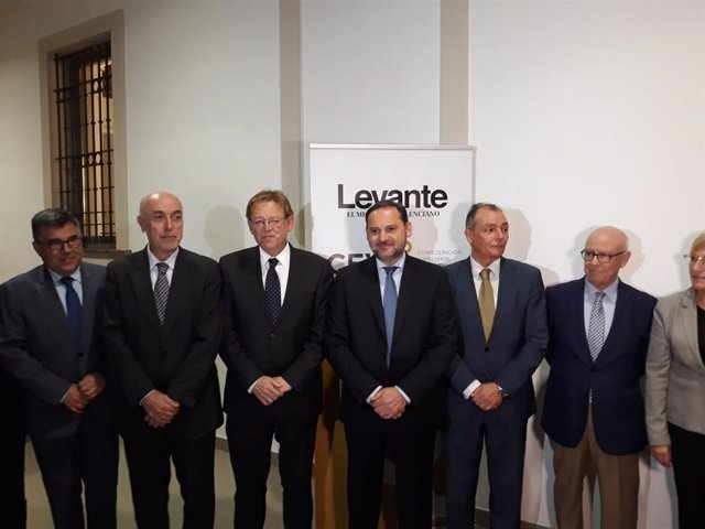 Ábalos y Puig, en una conferencia en València