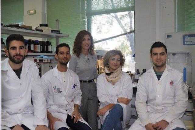 Integrantes del grupo de investigación RNM-271 en el laboratorio del Campus de Rabanales