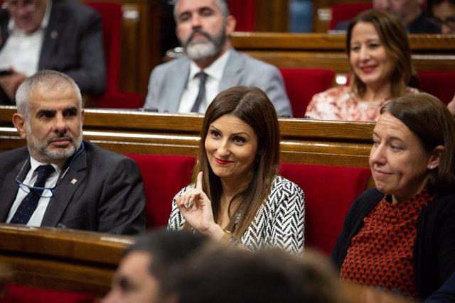 La portaveu de Ciutadans al Parlament de Catalunya, Lorena Roldán (centre).