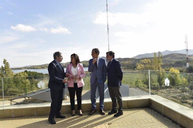 El ministro de Ciencia, Pedro Duque, visita el ICVV junto a la presidenta riojana, Concha Andreu, entre otras autoridades