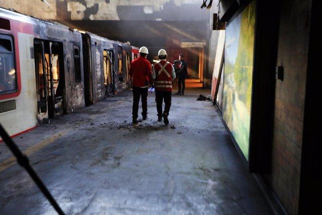 Un vagón de metro atacado en Chile
