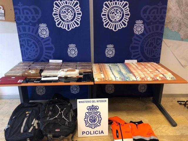 Cádiz.-Sucesos.- Detenidas 21 personas, siete estibadores, por presunto tráfico