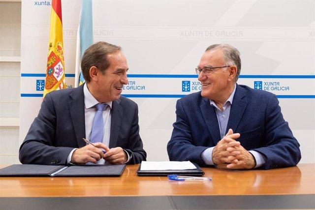 El conselleiro de Facenda firma un protocolo de colaboración con el presidente de la Fegamp