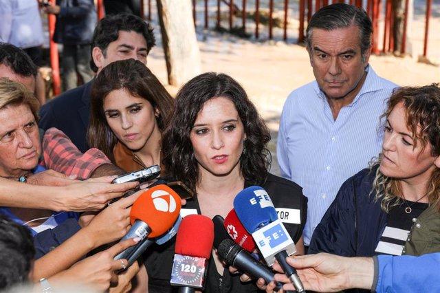 La presidenta de la Comunidad de Madrid, Isabel Díaz Ayuso hablando con los medios de comunicación. Imagen de recurso