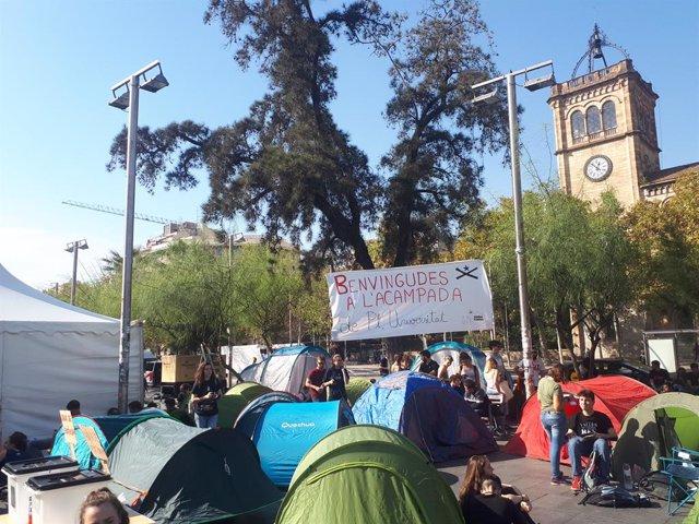 Acampada a la plaça Universitat de Barcelona