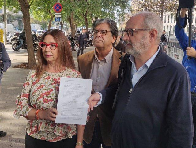 L'advocada Sonia Reina, el vicepresident de SCC, Javier Maríin, i l'advocat Manuel Miró.