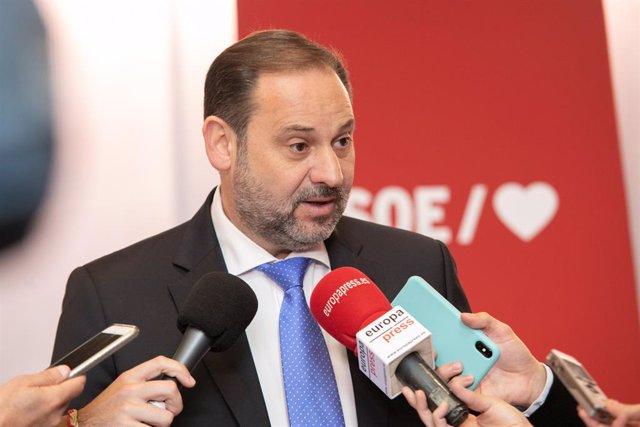 El secretari d'Organització del PSOE, José Luis Ábalos, valora la macroenquesta preelectoral del CIS