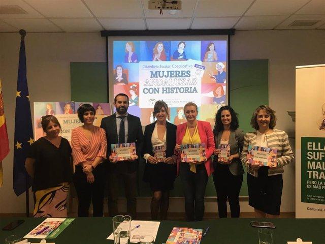 Presentación este miércoles del calendario con 12 mujeres andaluzas significativas, que ha presentado la directora del IAM, Laura Fernández.