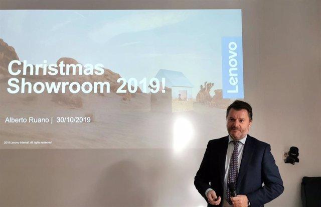 El director general de Lenovo Iberia, Alberto Ruano, durante la presentación del catálogo de productos de Lenovo para las Navidades