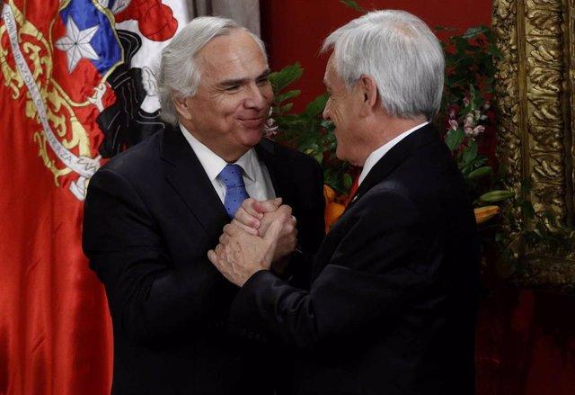 El ex ministro de Interior Andrés Chadwick con el presidente chileno, Sebastián Piñera