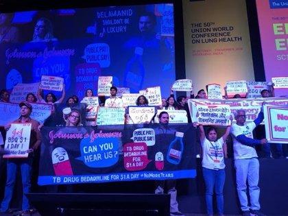 Activistas de MSF y sociedad civil protestan en la Conferencia Mundial de Salud Pulmonar contra las farmacéuticas