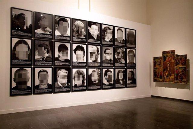 L'obra de Santiago Sierra 'Presos polítics a l'Espanya contemporània' al Museu de Lleida.