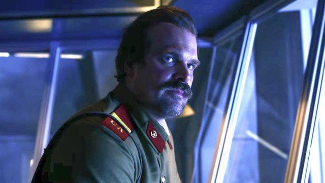 Hopper en la 3ª temporada de Stranger Things