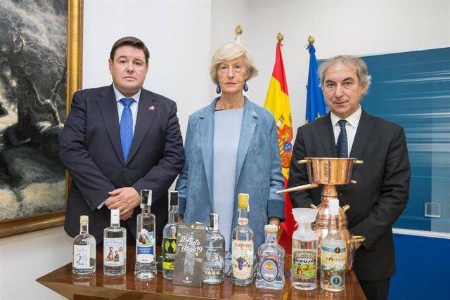 La consejera de Turismo, el director de Cantur y el alcalde de Potes presentan la Fiesta del Orujo 2019