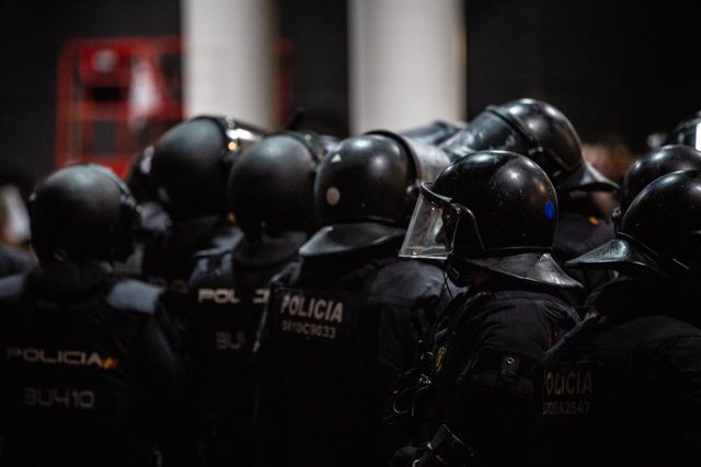 Imatges de policies nacionals a l'Aeroport de Barcelona-el Prat, on s'ha produït una protesta per la sentència del Tribunal Suprem sobre el judici del procés, a Barcelona (Espanya), 14 d'octubre del 2019.