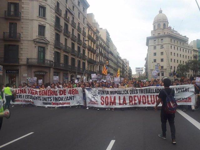 500 estudiants es manifesten al centre de Barcelona