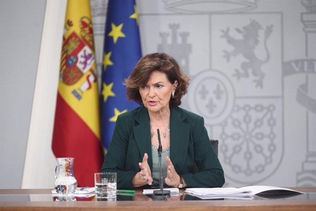 La vicepresidenta del Govern, ministra de la Presidència, Relacions amb les Corts i Igualtat en funcions, Carmen Calvo,  compareix davant dels mitjans de comunicació després de la reunió del Consell de Ministres a La Moncloa, Madrid (Espanya).