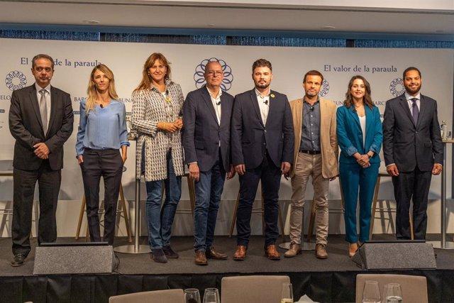 (I-D) El sotsdirector de 'La Vanguardia', Enric Sierra; Cayetana Álvarez de Toledo (PP); Laura Borràs (JxCat); José Zaragoza (PSC);  Gabriel Rufián (ERC), Jaume Asens (ECP),  Inés Arrimadas (Cs) i Ignacio Garriga (Vox) en el debat de Barcelona Tribuna.