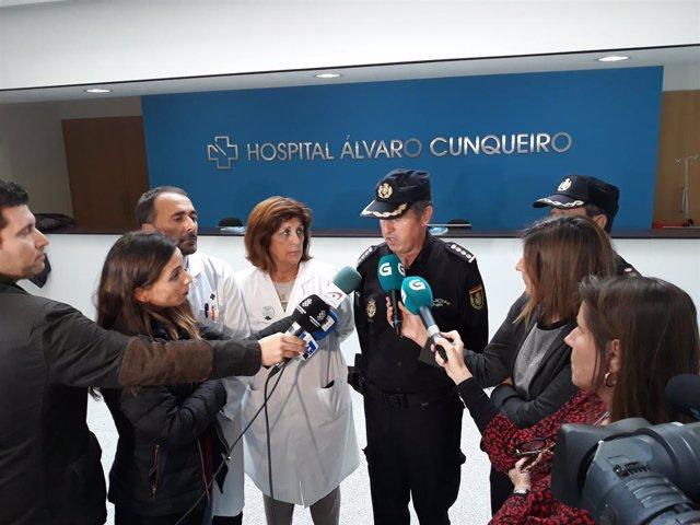 Imatge del comissari en cap, el gerent de l'EOXI de Vigo i la responsable de la UCI de l'hospital Álvaro Cunqueiro.