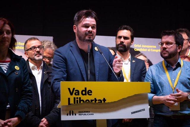 El candidat d'ERC a les eleccions generals,  Gabriel Rufián, durant la seva intervenció a la seu d'ERC després de conèixer-se els resultats electorals.  (ARXIU)
