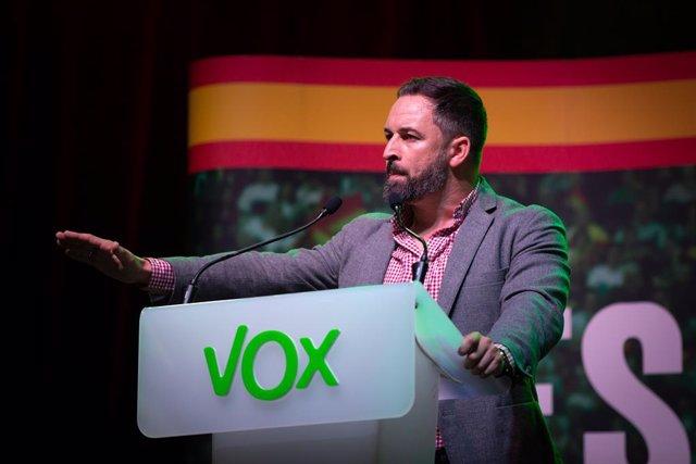El president de Vox, Santiago Abascal, durant la seva intervenció en l'acte d'obertura de campanya a Barcelona (Espanya), a 31 d'octubre de 2019.