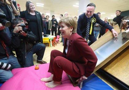 La líder de Escocia solicitará antes de Navidad permiso para un nuevo referéndum