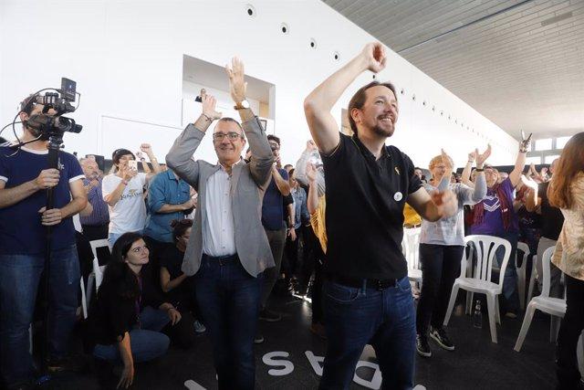 El secretari general de Podem, Pablo Iglesias, saluden durant una trobada amb la gent a Palma de Mallorca (Balears/Espanya) a 1 de novembre de 2019.