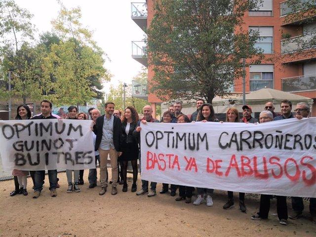 Els canditats d'ECP (comuns) al Congrés Jaume Asens i Aina Vidal visiten vens de Rubí (Barcelona) que critiquen el fons Optimum, en la campanya de les eleccions generals del 10 de novembre de 2019.