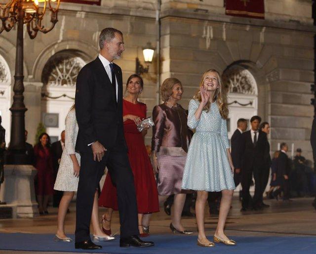 El Rei Felip VI, la Reina Letizia, la Reina emèrita Donya Sofia, princesa Leonor i la infanta Sofía,