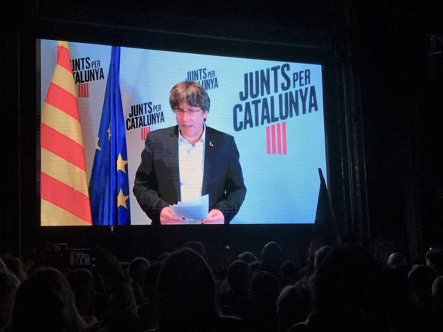 Videoconferència de l'expresident de la Generalitat Carles Puigdemont davant la presó de Lledoners (Barcelona) en un acte de JxCat en la campanya de les eleccions generals del 10 de novembre de 2019